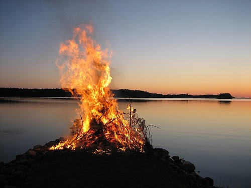 happy_midsummer_finnish_fire.jpg