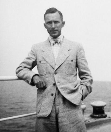 Ju00FCnger-durante-il-viaggio-a-bordo-del-Monte-Rosa-1936-640x761.jpg